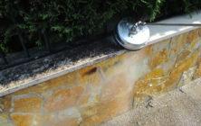 Muretto di recinzione rivestito in pietra 1