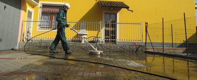 Come pulire cortile casa