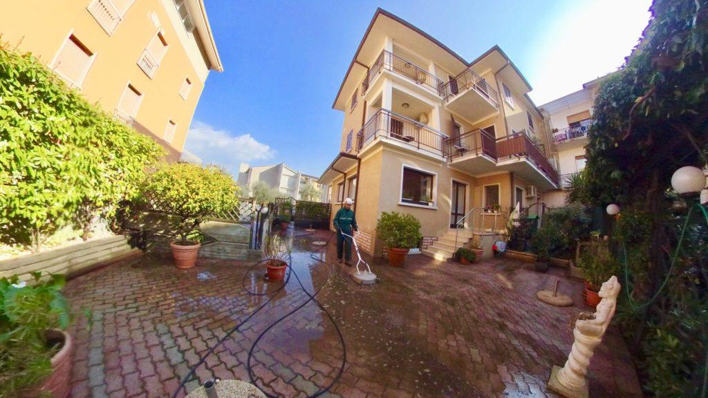 Ingresso e cortile albergo 10 panorama