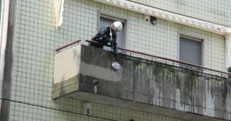 Come pulire poggioli e balconi in cemento?