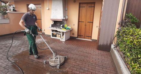 Come pulire cortile casa 3