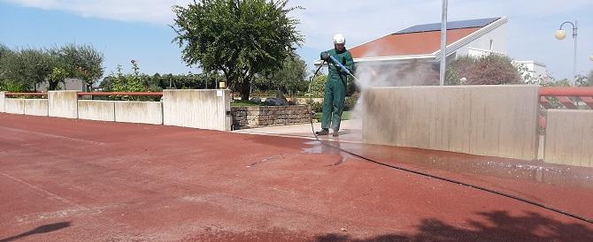 Come pulire muretto e recinzione