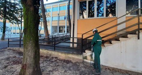 come-pulire-muri-di-scuola